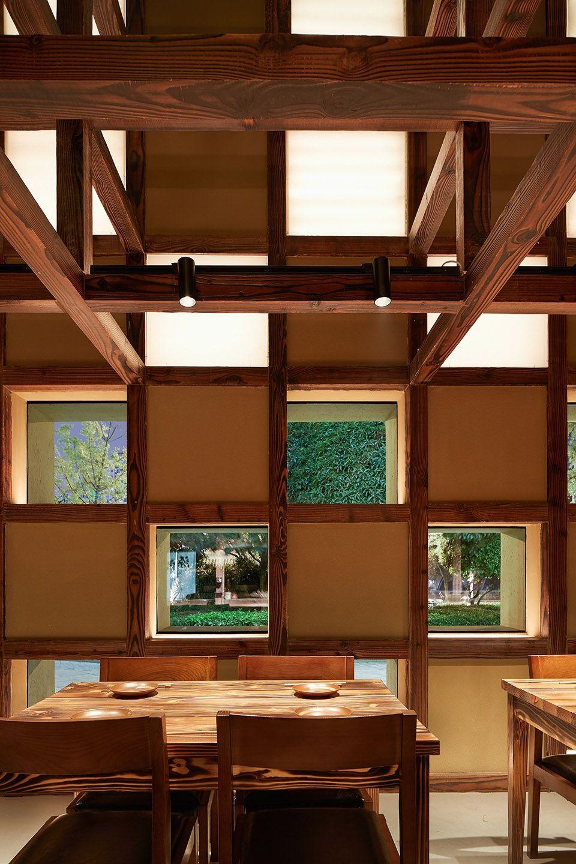 两种风格拼合而成的餐厅,成都炉端烧源六+会席尺八 | 堤由匡建筑设计工作室|堤由匡建筑设计工作室 - 8