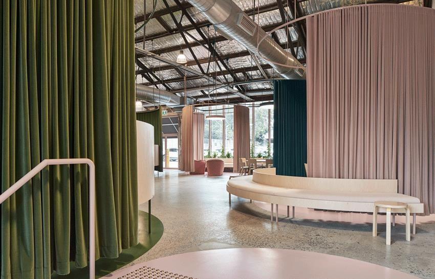 悉尼一间时尚工业风房地产经纪人办公室设计