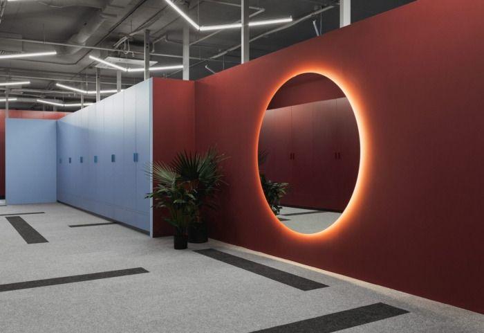 白罗斯明斯克PandaDoc简约色块工业风办公室设计