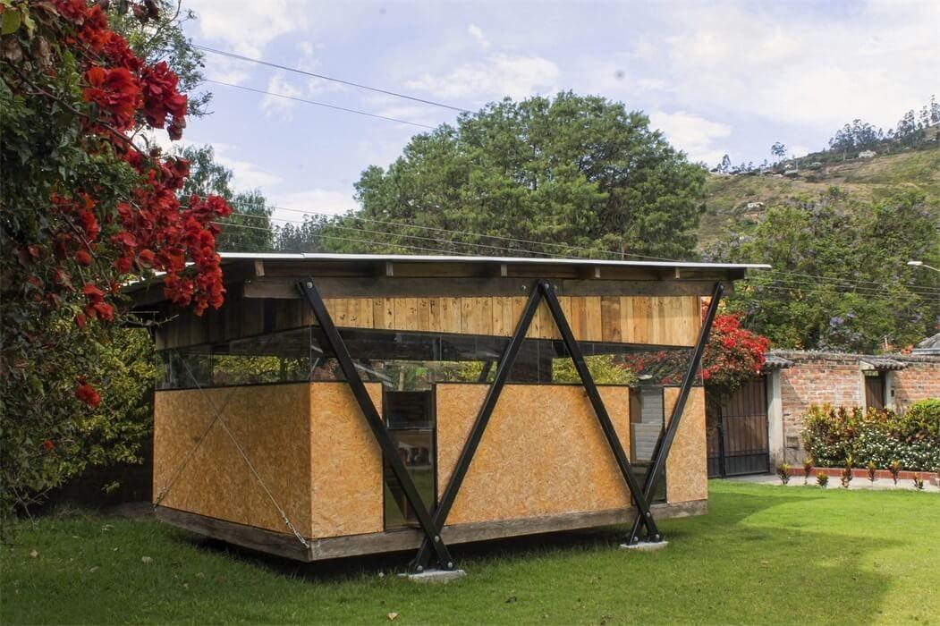 一间用回收材料建造的可拆卸工作室