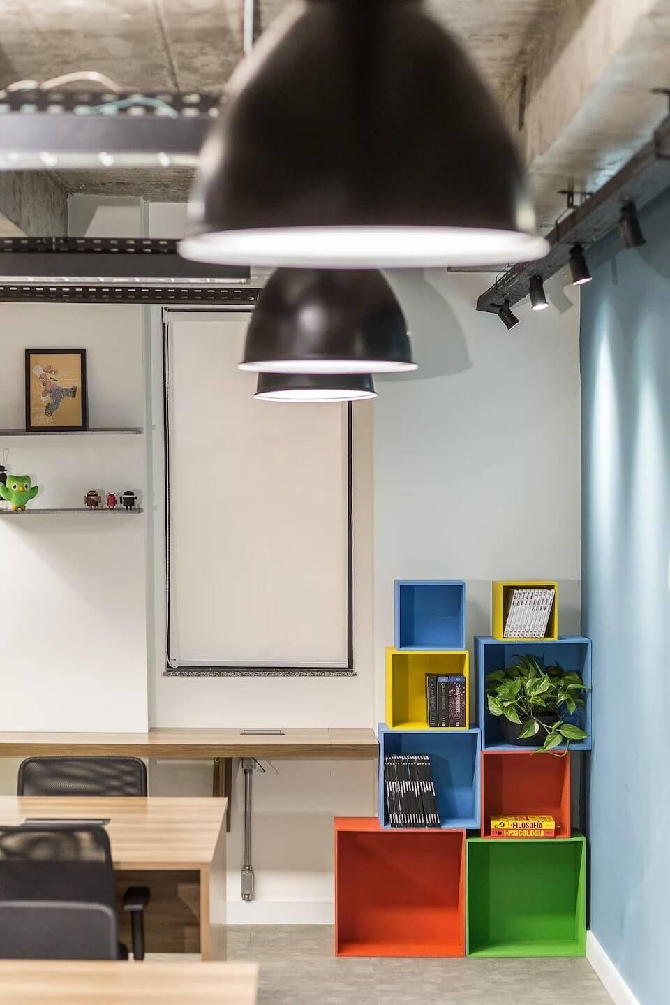 彩色工业风,巴西云计算咨询公司SantoDigital办公室设计