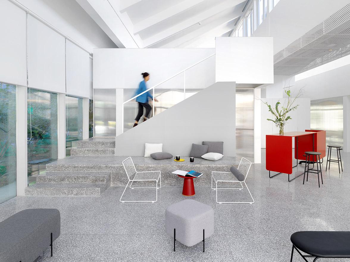 办公室色彩单一?巧用家具大白墙也能玩转色彩!