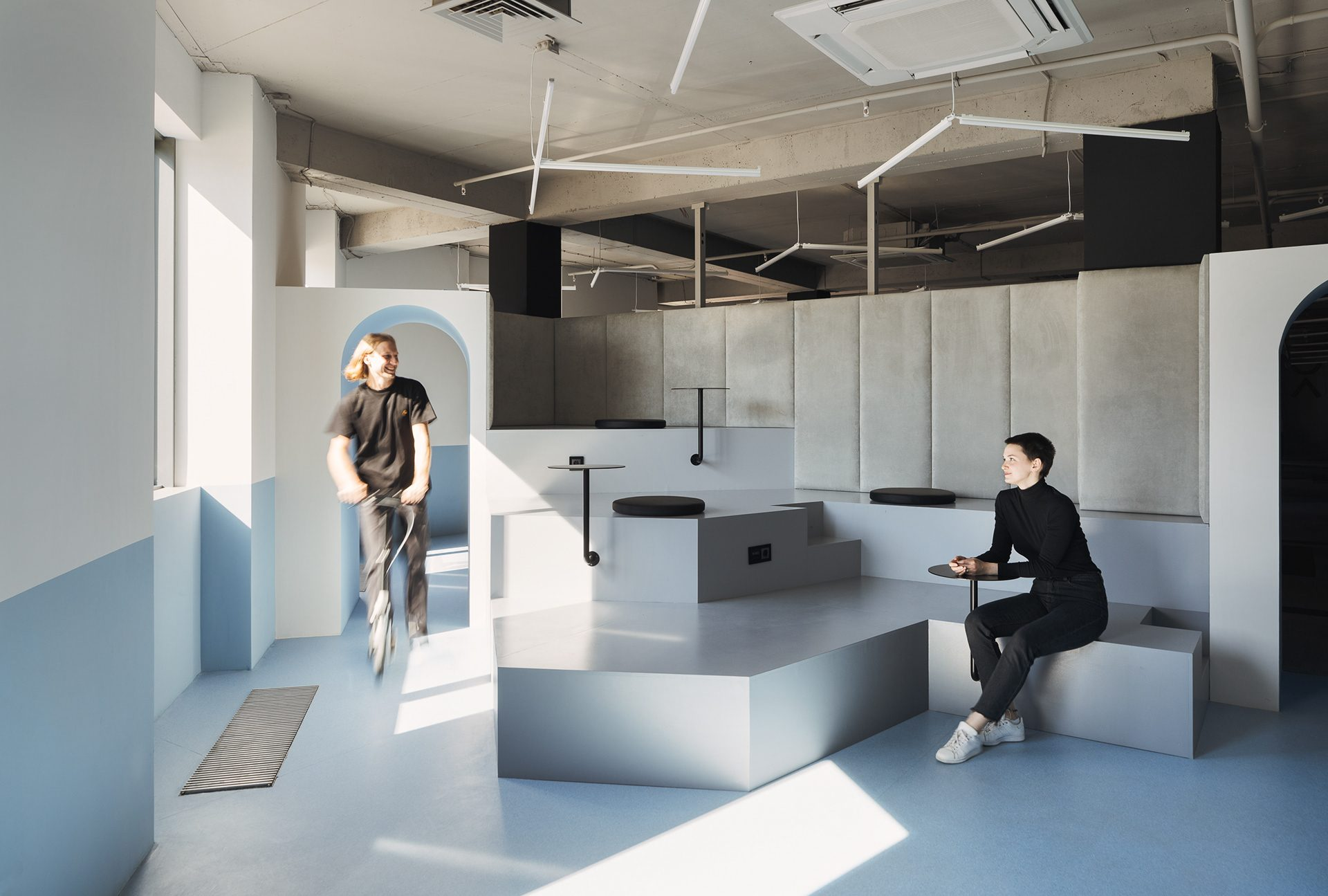 1200㎡红蓝配,优雅又高级的PANDADOC办公室。
