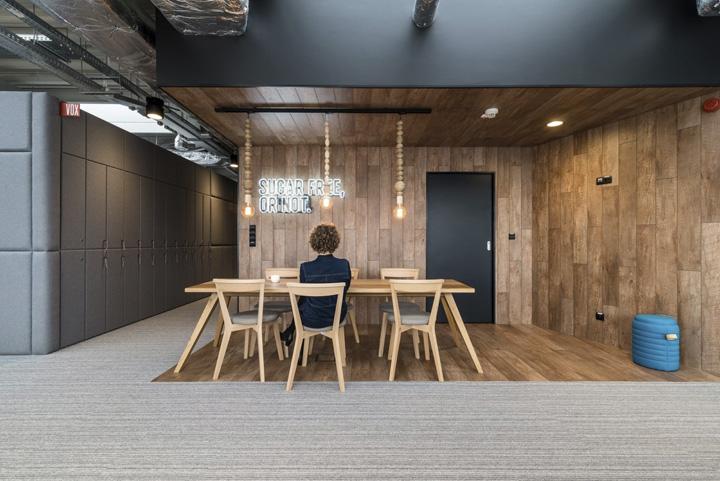 波兰自由之家品牌VOX波兹南总部办公室设计