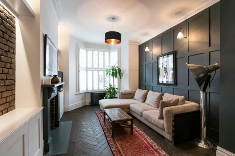 为你的起居室安装壁灯聪明的方法