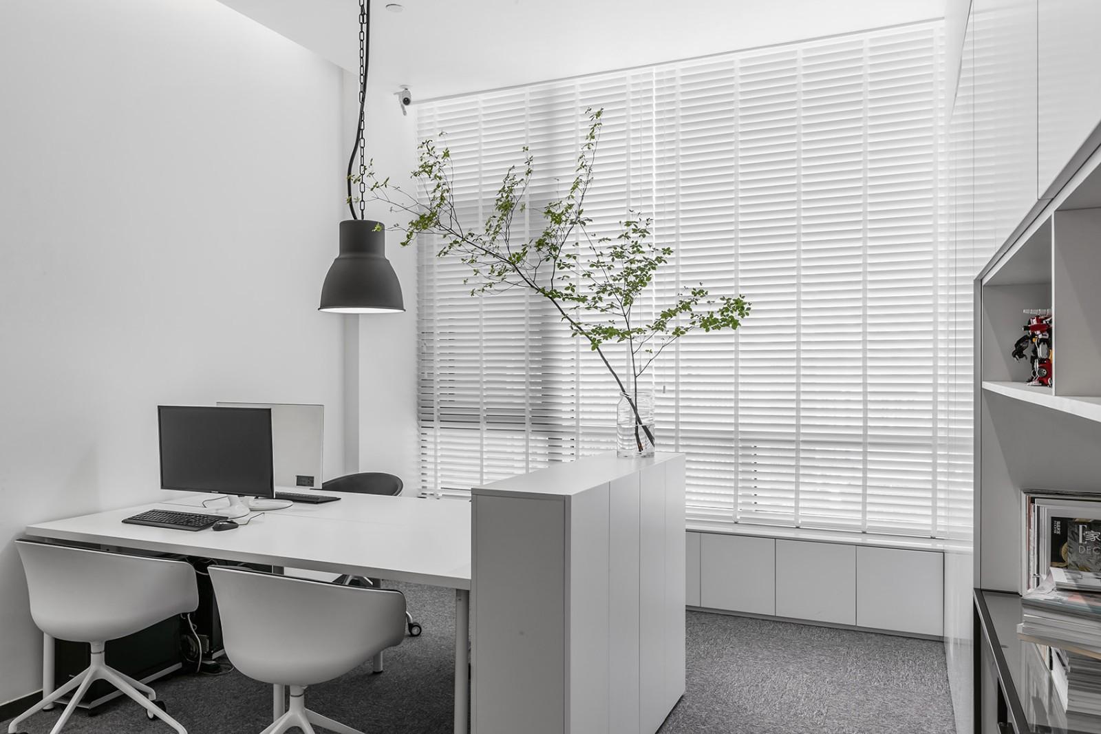 办公室设计,让极简不失调性|张勇、马鑫 - 5