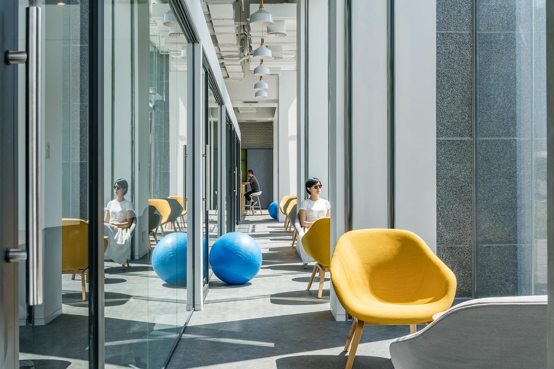 拒绝枯燥乏味!打造全新办公空间,给你家的温暖!|Gensler - 4