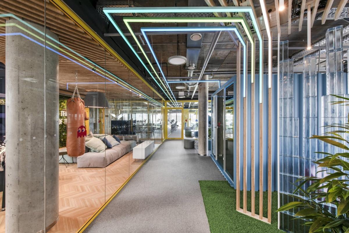 800㎡办公空间设计,精通空间布局,诠释工作态度|LAVA studio - 0