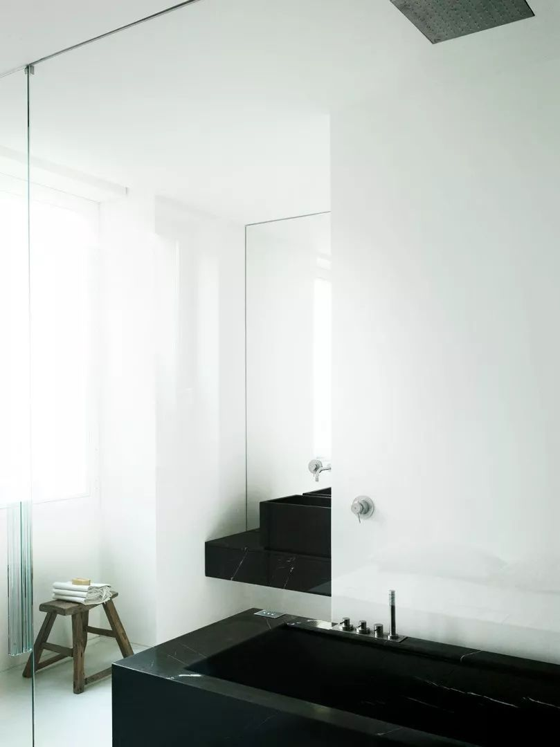 黑白灰设计,经典永不过时 | 设计赏析