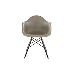 伊姆斯®塑料扶手椅 Eames Molded Plastic Chairs 赫曼米勒