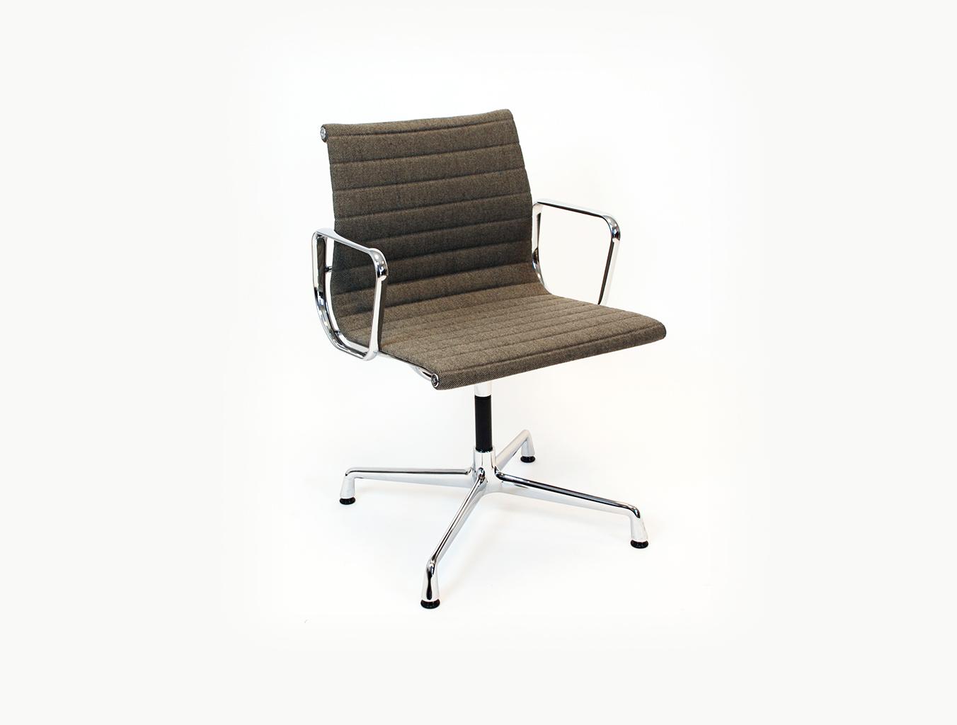 EA 104 会议椅