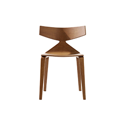 Saya 餐椅/会议椅 Saya 列沃勒·阿尔瑟尔·莫利纳 Lievore Altherr Molina