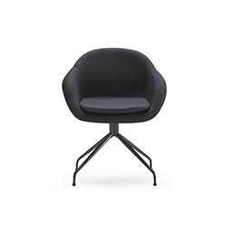 软垫栈桥皮椅  FORMULA  JMM JMM品牌 Jose Martinez Medina 设计师