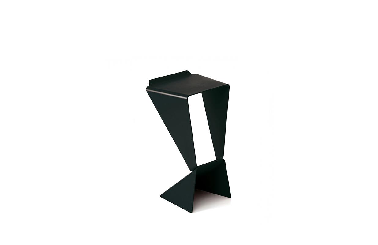 马蒂亚斯·德马克 Matthias Demacker| 图标凳 icon stool